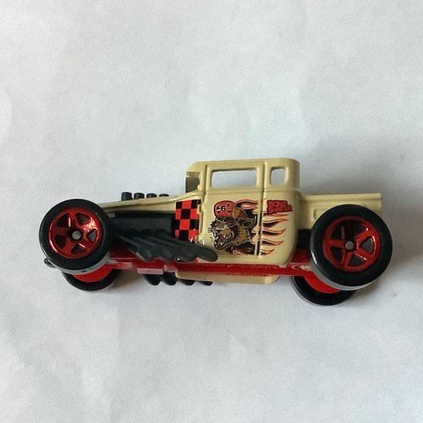 Hot Wheels | MYSTERY Models 2. Serie 2020 tan Bone Shaker