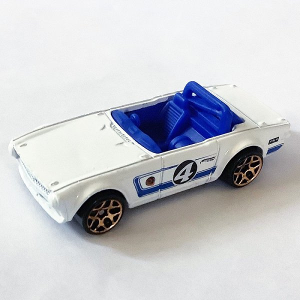 Hot Wheels | Triumph TR6 #4 MULTI PACK EXCLUSIVE white loose